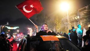 Sosyolog Doğan: AKP'li bir kesim bırakalım onlar kazansın diyerek sandığa gitmedi