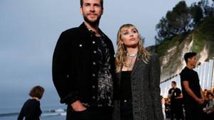 Kocasından ayrılan Miley Cyrus bir kadınla öpüşürken kameralara yakalandı