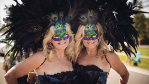 1976'dan beri düzenlenen ikizler festivali renkli görüntülere sahne oldu!