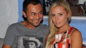 Serdar Ortaç ve eşi Chloe Loughnan boşanıyor