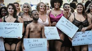 Beden algısına karşı mücadele için kilolu modeller podyuma çıktı