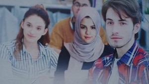 Kayseri Talas Belediyesi Selena Gomez'e başörtüsü taktı