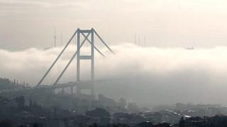 İstanbul'da yoğun sis uzun kuyruklar oluşturdu, seferler iptal edildi..