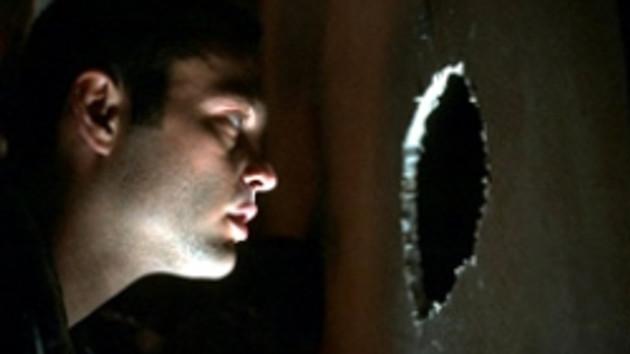 Duvar delen röntgenci!!! Komşusunu akıl almaz bir yöntemle röntgenleyen sapık nasıl yakalandı?