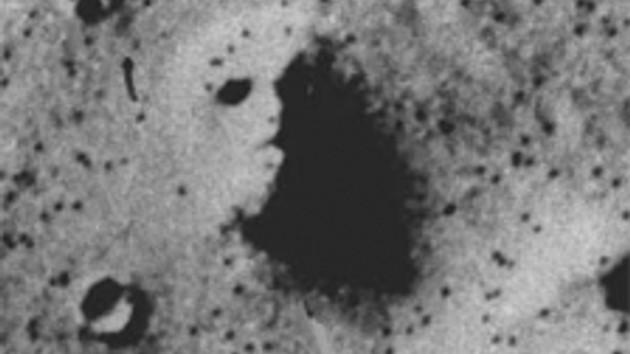 Çok ilginç!!! Mars'ın yüzeyindeki şekiller insan yüzü mü?