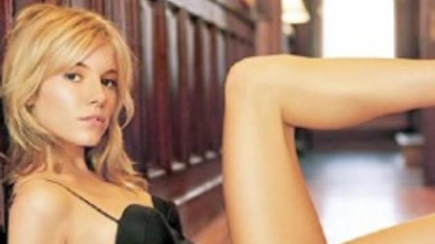 Filmdeki sevişme sahnesi gerçek mi? Sienna Miller'ın yatak sahneleri ortalığı karıştırdı! VİDEO