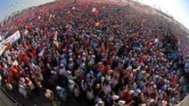 Büyük yarış!!! Erbakan Hoca mı daha çok kalabalık topladı, Erdoğan mı?