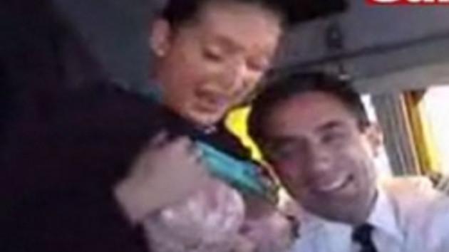 Kokpitte seks alemi!!! Uçakta yaşanan alem internete sızdı!!! VİDEO
