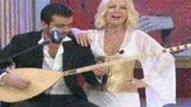 Düğün gecesi canlı yayın!!! Taze gelin Seda Sayan neden balayına değil de, ekrana çıktı?