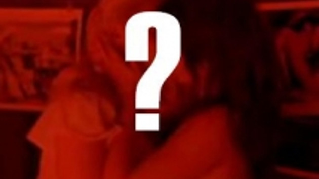 Ünlü sanatçıya büyük şok ! Almanya'da porno yıldızı olarak tanıtılıyor !