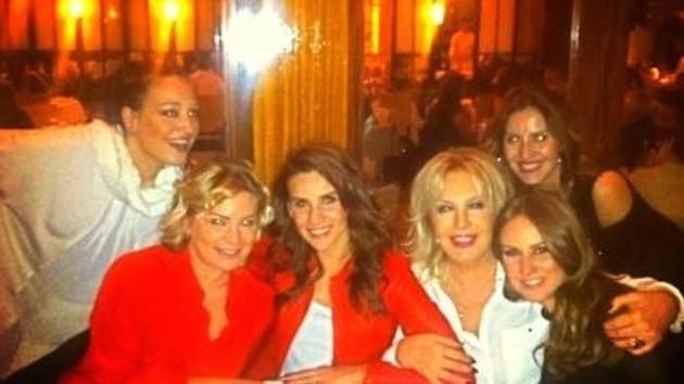 Esra Erol, Nazlı Tolga ve Emel Sayın'dan Altın Kızlar toplantısı!