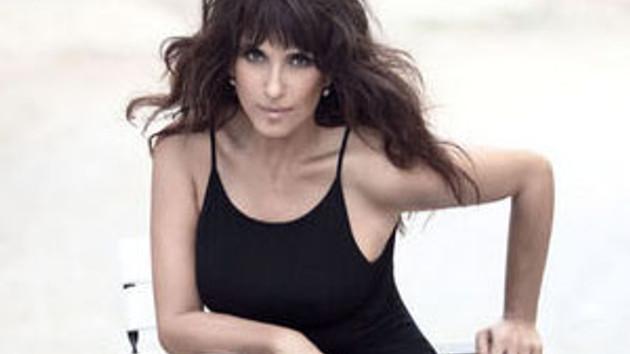 Ayşegül Aldinç'ten 53 yaş pozları! Monica Bellucci kadar dinç!