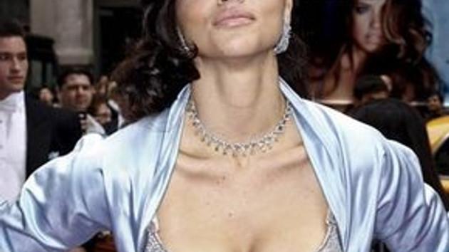 Adriana Lima, göğüslerinde iki milyon dolarlık sütyen taşıyor!