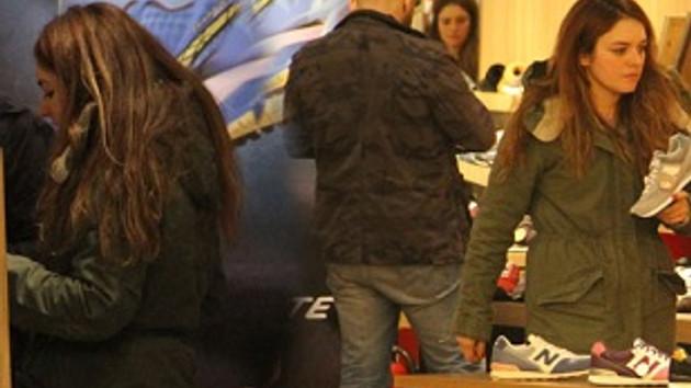 Ezgi Mola erkek arkadaşıyla alışverişte!