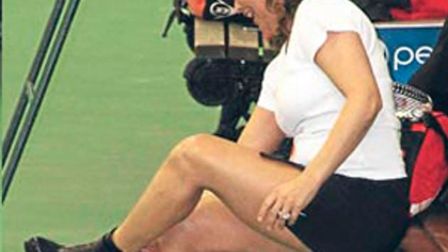 Açıklanamayan tek çılgın proje Hülya'nın topuklu tenisi!