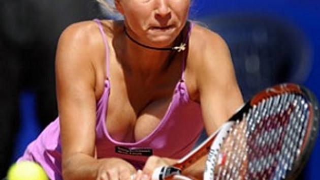 Tenis turnuvasında verilen frikikler yürek hoplattı!