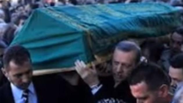 Enver Ören, Erdoğan'ın omuzlarında.. Böyle uğurlandı!