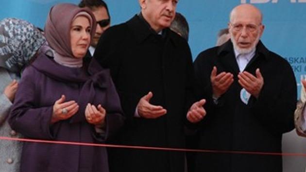Başbakan Erdoğan kısık sesle öyle bir şiir okudu ki..