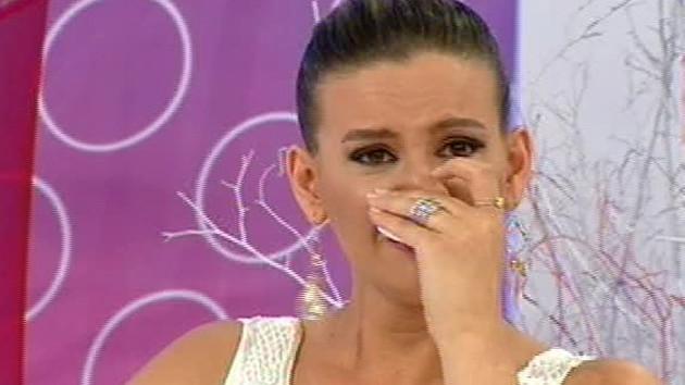 Canlı yayında duygu dolu anlar! Esra Erol neden ağladı?