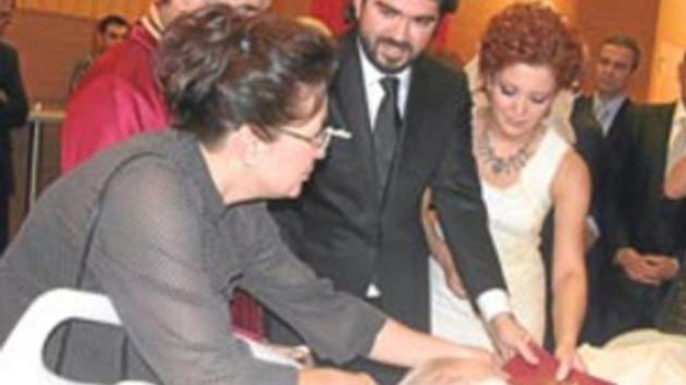 Rasim Ozan hastanede evlendi! İşte düğünden ilk görüntüler!
