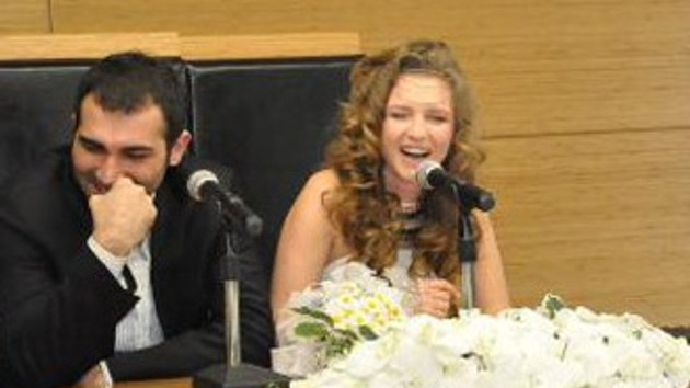 Oyuncu Barış Atay ve Beste Kasapoğulları evlendi!