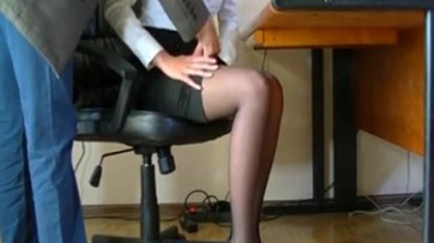 Sekretere taciz anı gizli kamerada!