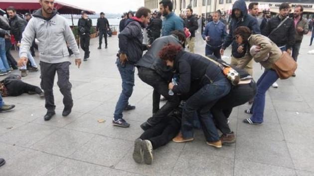 Kadıköy karıştı,  yaka paça gözaltı