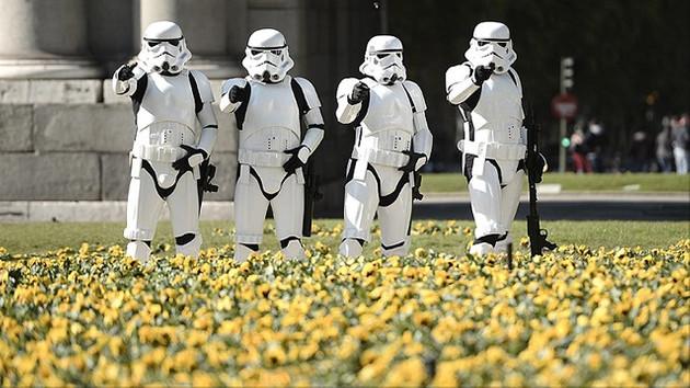 Star Wars karakterleri Madrid'i bastı