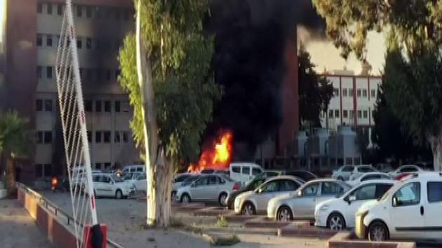Son dakika! Adana Valiliği önünde büyük patlama! 1'i ağır 5 yaralı