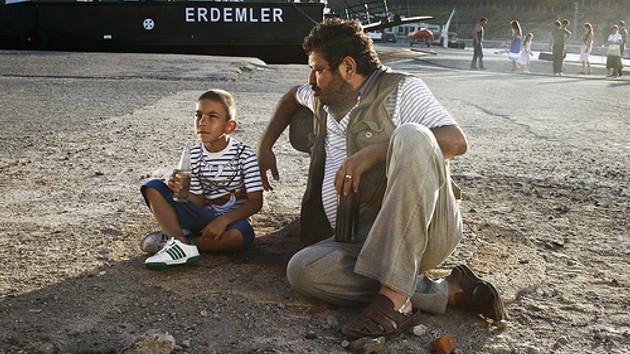 Erdal Tosun'un unutulmaz sahnesi: Hayallerimizi de satmadık ya...