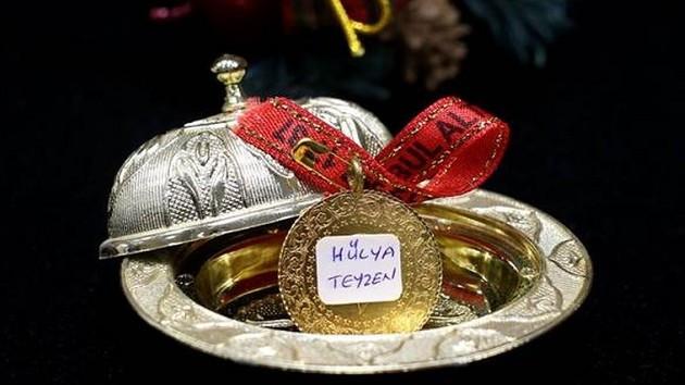 Düğünde takılan altınlarda yeni moda