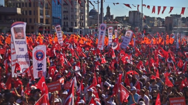 Taksim'de darbeye karşı demokrasi mitingi.. CANLI