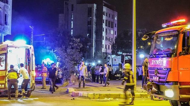 Van'da polis merkezine bomba yüklü araçla saldırı