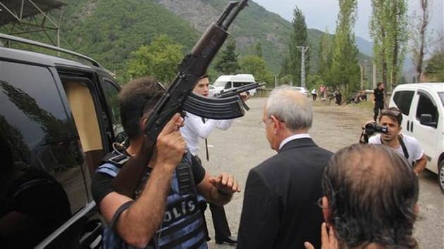 Kılıçdaroğlu'nun konvoyuna ateş açıldı!