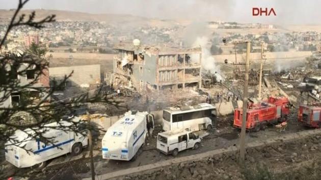 Son dakika: Cizre'de PKK bombalı araçla saldırdı: 11 Polis şehit, 70 yaralı