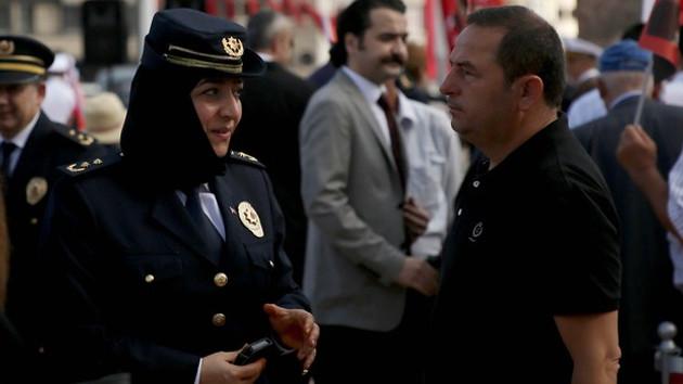 Taksim'deki törende bir ilk: Türbanlı emniyet müdürü