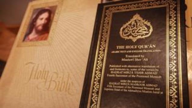 Din dersinde İncil ve Kuran birlikte okutuluyor