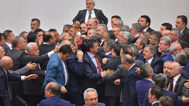 Meclis'te kavga bitmiyor! Hakaretler ortalığı karıştırdı