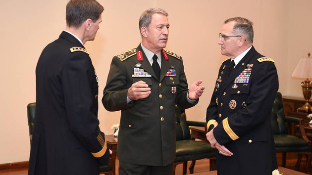 Hulusi Akar'dan ABD'li komutanlarla kritik toplantı