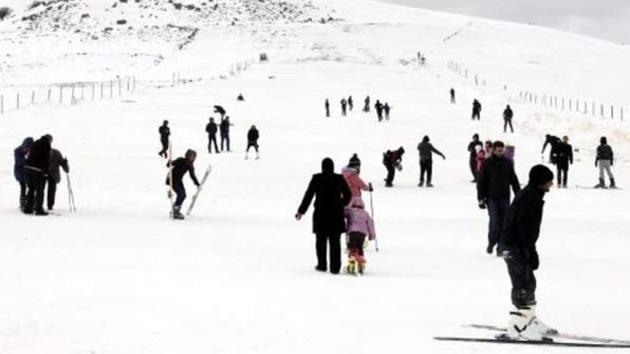Kayak merkezinde 200 kişi mahsur kaldı