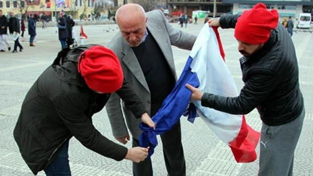 Hollanda bayrağı diye Fransa bayrağı yaktılar