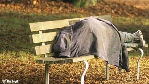 Üç yıldır aranan nükleer fizikçi, bankta uyurken bulundu