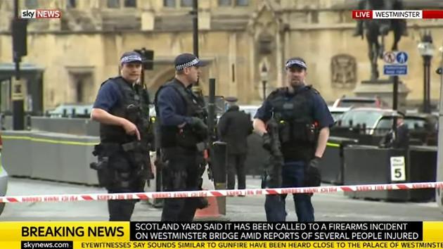 Londra saldırısında 1'i polis 4 kişi hayatını kaybetti
