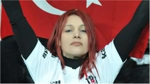 TRT maçtaki pozisyonlardan çok kızıl saçlı güzeli gösterince...