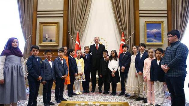 Erdoğan'ın koltuğuna oturdu, öyle şeyler söyledi ki
