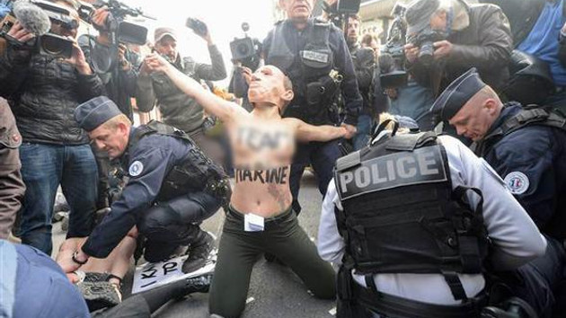 Femen üyelerinden Fransa'da üstsüz protesto