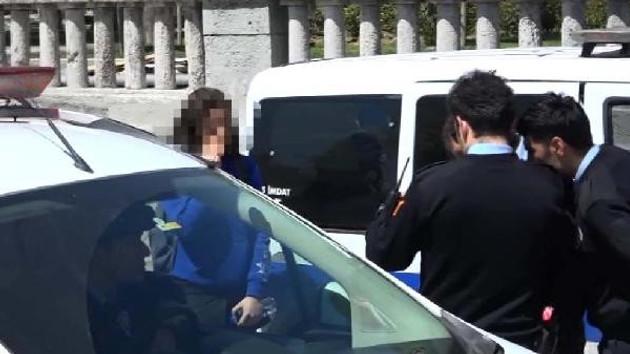 Taksim'de liseli kızın etek altı fotoğraflarını çekiyordu