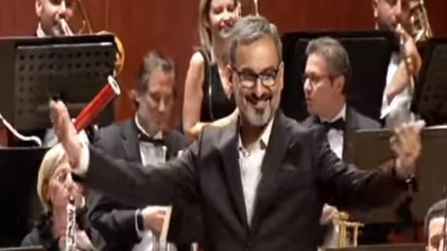 FOX Haber'in patronu Doğan Şentürk orkestra şefi oldu
