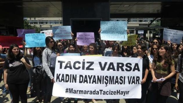 Üniversitede kız öğrencilerden tacizci hoca protestosu