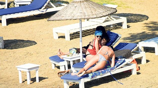 Rojda Demirer'in muhabirlerle bikini kavgası